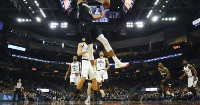 NBA: Birthday boy Giannis scores 27 as Bucks thump Clippers; Davis and James combine for 70 in rout of Blazers