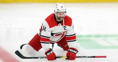 Carolina Hurricanes' Justin Williams scores shootout winner in return