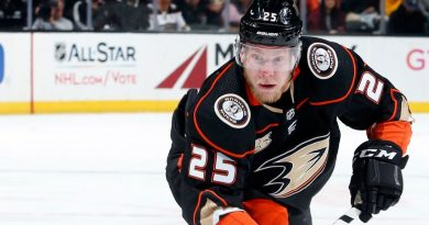 Bruins get Ducks' Kase for Backes, 1st-round pick