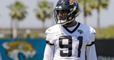 Jaguars edge rusher Yannick Ngakoue parts ways with agent