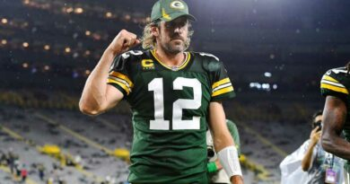 Packers' Aaron Rodgers sounds off on people questioning work ethic: 'It's absolute horse s—'